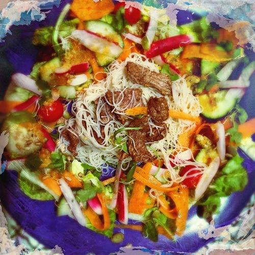 Boeuf sauté à l'asiatique et sa Salade de nouilles sauce gingembre