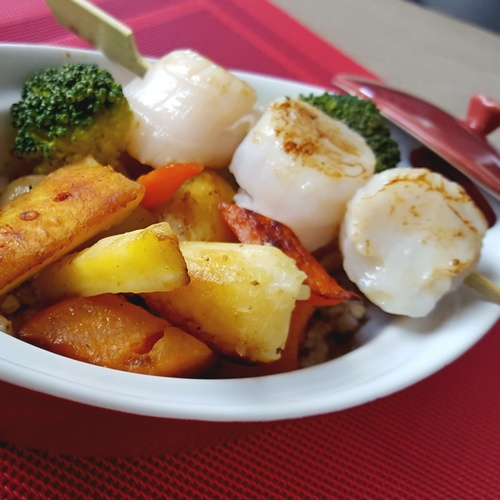 Brochette de Saint Jacques, cocotte de légumes d'hiver et son blé noir