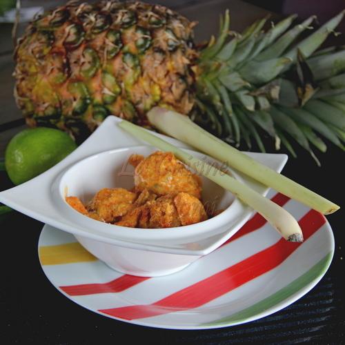 Bouillon Thaï au lait de coco et ses boulettes de poisson